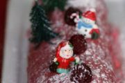 Bûche aux framboises et au chocolat blanc Gingerbread, Desserts, Food, Fried Rice, Raspberries, White Chocolate, Other Recipes, Tailgate Desserts, Eten