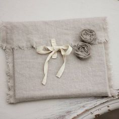 linen cd packaging - could be done in burlap too Cd Packaging, Pretty Packaging, Packaging Company, Fabric Crafts, Sewing Crafts, Sewing Projects, Wrapping Gift, Diy Gifts, Handmade Gifts