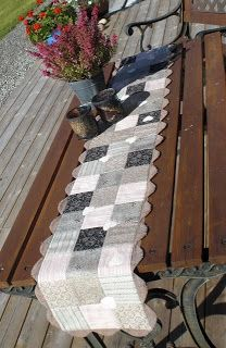SYGLADS BLOGG.. table runner