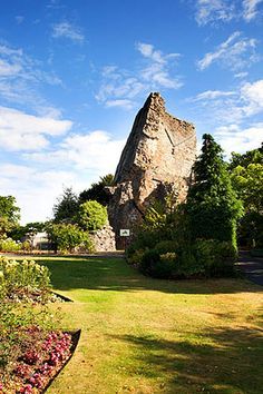 Bridgnorth Castle Shropshire England, via Flickr. Britain Uk, Great Britain, Beautiful Islands, Beautiful Places, Places In England, British Things, English Castles, Irish Sea, England And Scotland
