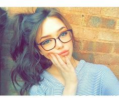 New fashion girl photography daughters Ideas Cute Glasses, Girls With Glasses, Girl Glasses, Hair Styles For Glasses, Tattoo Asian, Selfies Poses, Clear Aviator Glasses, Girl Photography, Fashion Photography