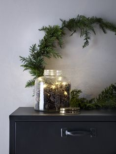 Christmas inspiration from Ellos Weihnachtsinspiration von Ellos - Only Deco Love Minimal Christmas, Natural Christmas, Black Christmas, Noel Christmas, Christmas And New Year, All Things Christmas, Simple Christmas, Winter Christmas, Christmas Lights