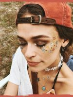 Das sind die 8 wichtigsten Beauty-Trends auf Instagram! #refinery29  http://www.refinery29.de/instagram-make-up#slide-8  #makeupbymeAls ultimatives Ass im Ärmel funktioniert jederzeit das auffällige Festival-Make-Up. Möglichst viel Glitzer, Farben und Sterne auftragen. Aber: Selbstverständlich immer schön vorteilhaft. Denn: it's all about #beauty....