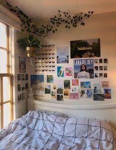 Cute Room Ideas, Cute Room Decor, Teen Room Decor, Indie Room, Room Ideas Bedroom, Bedroom Inspo, Bedroom Photo Walls, Bedroom Designs, Girls Bedroom