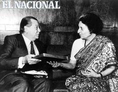 El ex-presidente Rafael Caldera obsequia varios libros suyos a la primer ministro de la India, Indira Gandhi. Nueva Delhi, 04-05-1982 (ARCHIVO EL NACIONAL)