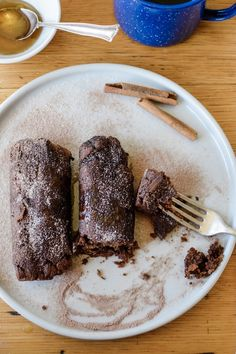Day of the Dead recipes like Mexican Chocolate tamales are the perfect Mexican sweets for celebrating. Vegan Desserts, Just Desserts, Health Desserts, Mexican Dishes, Mexican Food Recipes, Drink Recipes, Dinner Recipes, Pan Dulce, Dessert Tamales