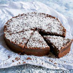 Kärleksmumskladdkaka - recept | Mitt kök Viria, Grandma Cookies, Mud Cake, Cookie Desserts, Cake Cookies, Oreo, Delicious Desserts, Sweet Tooth, Good Food