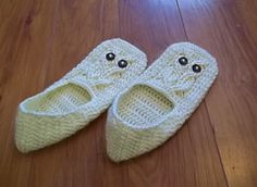 It's a Hoot! Ladies Slippers crocheted with beautiful cables to create owls looking up at you as you wear them. These were designed to match the other patterns in my It's a Hoot crochet pattern series.