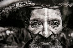 Sebastião Salgado Dark Photography, Black And White Photography, Street Photography, Minimalist Photography, Documentary Photographers, Famous Photographers, Fine Art Photo, Photo Art, Post Mortem