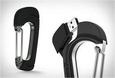 NOMADCLIP  NomadClip é o novo produto da mara Nomad, é um cabo USB que foi instalado em um gancho, o conhecido anel de metal  que tem muitos usos possíveis . Veja mais detalhes no nosso site: http://www.filtromag.com.br/nomadclip/