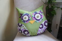 such a CUTE owl pillow. I just <3 owls :-) Whoever made this did a WONDERFUL job! :-)