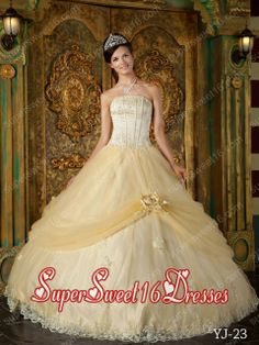 Champagne Strapless Tulle Quinceanera Dress with Hand Made Flower and Appliques