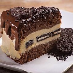 Delicious Oreo Cake discovered by WritterXII on We Heart It Food Cakes, Comida Diy, Cake Recipes, Dessert Recipes, Dessert Food, Food Cravings, Diy Food, Yummy Cakes, Fun Desserts