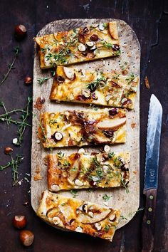 Käse-Birnen-Tarte mit Nüssen und Thymian Cheese and pear tart with nuts and thyme – smarter – Calories: 820 Kcal – Time: 45 min. Beef Recipes, Snack Recipes, Dinner Recipes, Cooking Recipes, Pizza Recipes, Dessert Recipes, Pear Tart, Healthy Snacks, Healthy Recipes