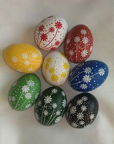 ostern Bunt gesprenkelte Ostereier Acne: Light Therapy May Cure Acne Acne may be cured by a simple l Art D'oeuf, Egg Shell Art, Easter Egg Pattern, Easter Egg Designs, Ukrainian Easter Eggs, Egg Art, Easter Crafts For Kids, Rock Crafts, Egg Decorating