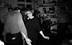 Barbara Metselaar Berthold — Abschiedsfest von Conny Schleime (Mitte) vor ihrer Ausreise nach Westberlin, hinter ihr sitzend: Wolfram Adalbert Scheffler, 1984