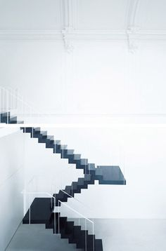 Floating stair
