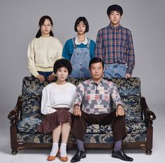 Reply 1988 family photos that staff recently uploaded Lee Hyeri, Korean Drama Romance, Ryu Jun Yeol, Best Kdrama, Korean Shows, Weightlifting Fairy Kim Bok Joo, Learn Korean, Kdrama Actors, Drama Korea