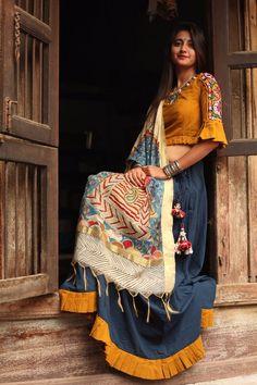 Garba Dress, Navratri Dress, Choli Dress, Lehga Choli, Choli Designs, Lehenga Designs, Saree Blouse Designs, Ethnic Outfits, Indian Outfits