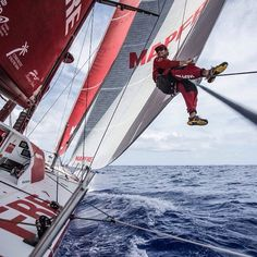 Leg 4 to Auckland. Day 16. Aerial halyard adjustment. Photo by Francisco Vignale/MAPFRE #volvooceanrace #sailing #MAPFRE #extreme