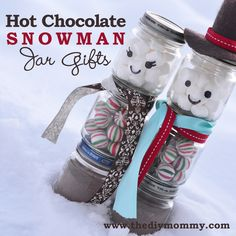 A Handmade Christmas: Make a Snowman Hot Chocolate Jar Gift | The DIY Mommy