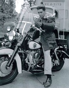 Oh my Elvis & a Harley....yes pls
