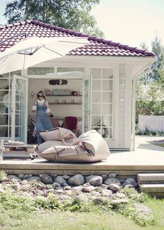 Znalezione obrazy dla zapytania mały domek ze śliczną biała werandą
