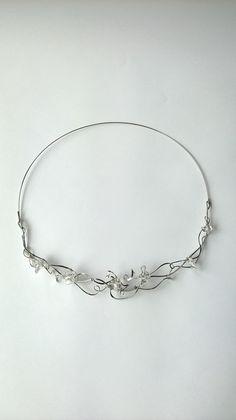 """Náhrdelník+HRD16+""""Křišťálová+symfonie""""+Autorský+šperk.+Originál,+který+existuje+pouze+vjednom+jediném+exempláři.Vyniká+svou+lehkostí,+kouzelným+prostorovým+tvarem+a+elegancí.+Náhredlník+je+celý+vyroben+ručně.+Tepaný,+ohýbaný,+tvarovaný+z+chirurgických+drátů+o+pěti+různých+tloušťkách.+Ocelové+REDA+dráty+použité+k+jeho+výrobě+mají+zdravotní+atest... Bracelets, Silver, Jewelry, Jewlery, Jewerly, Schmuck, Jewels, Jewelery, Bracelet"""