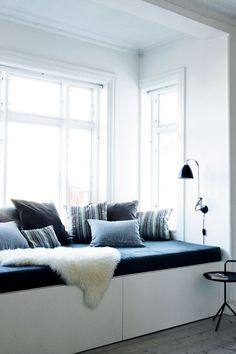 banquette- a modern version. Would love to put something similar under the bay window in the kitchen