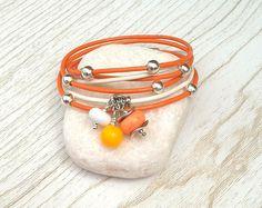 Bracelet cuir orange-blanc avec perles de verre filé au chalumeau orange-jaune-blanc : Bracelet par auverredoz