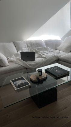 Dream Apartment, Apartment Interior, Apartment Living, Dream Home Design, Home Interior Design, House Design, Interior Decorating, Apartamento New York, Living Room Decor