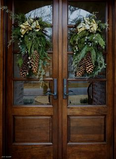 Holiday decor for the front door. - Holiday decor for the front door. Holiday decor for the front door. Front Door Christmas Decorations, Christmas Front Doors, Christmas Porch, Front Door Decor, Rustic Christmas, Christmas Holidays, French Christmas Decor, Xmas, Outdoor Christmas Decor Porches