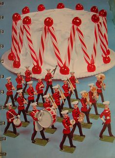 Marching Band Cake, with peppermint sticks, cherries, and your own personal little band of little men playing musical instruments. How festive can you get? Retro Recipes, Vintage Recipes, Vintage Food, Retro Food, Vintage Cakes, Vintage Cooking, Marching Band Cake, Christmas Past, Vintage Christmas