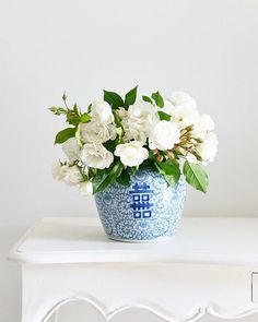 What a quiet day it is here, I've done some online shopping, but it's still sitting in my cart 🙂 I might relax and watch a movie and keep out of this heat. Christmas Tree Farm, Christmas Home, Christmas Wreaths, Merry Christmas, Christmas Decorations, Beautiful Flower Arrangements, Floral Arrangements, Beautiful Flowers, Modern Country