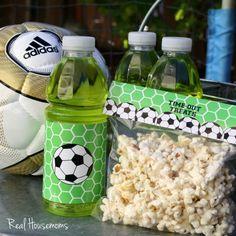 Free Soccer Snack Printables from DimplePrints for Real Housemoms Team Snacks, Sport Snacks, Game Day Snacks, Cheer Snacks, Kid Snacks, Soccer Treats, Soccer Snacks, Soccer Gifts, Kids Soccer