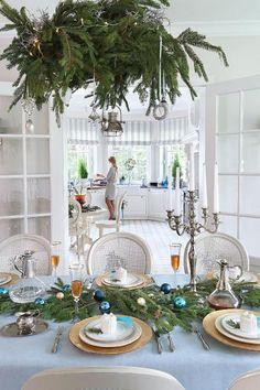 Świąteczne dekoracje stołu.