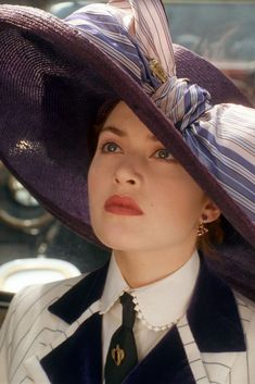 Kate Winslet as Rose Dewitt - Titanic 1997. Close-up view of costume. #actresses #actresses #film