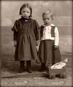 old children pictures   | vintage children with doll