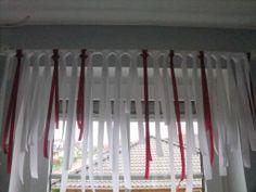 Fensterdeko aus Schleifenband