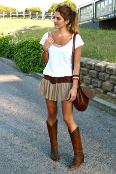 boots, skirt, and tee. wide belt too.