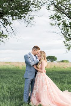 Former Bachelor contestant Nikki Ferrel's dreamy engagement shoot: http://www.stylemepretty.com/2016/05/10/see-it-here-first-nikki-ferrel-from-the-bachelor-engagement-session/ | Photography: Alea Lovely - http://www.alealovely.com/