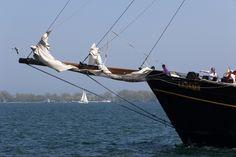 Das Bild Sailing Away on Lake Ontario wurde von Christian Book im Jahr 2013 in Toronto, Canada aufgenommen. Es entstand mit einer Canon EOS 60D und dem Objektiv Canon EF-S 17-85mm 4 - 5,6 IS USM.
