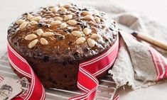 Get easy Christmas cake recipes only from Robert Scherzer. DIY recipes to spread cheer this season. Scrumptious chocolate cake recipe with nuts and raisins that is easy to make and a great treat for the weight watchers as well.
