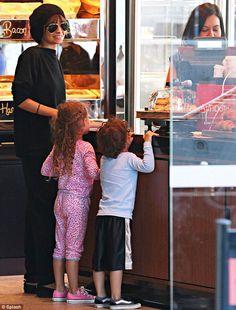 Nicole Richie & kids grab breakfast in Sydney