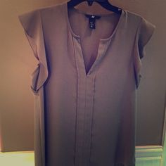 H&M Top - Green Minimal wear. Great top for work. H&M Tops Blouses