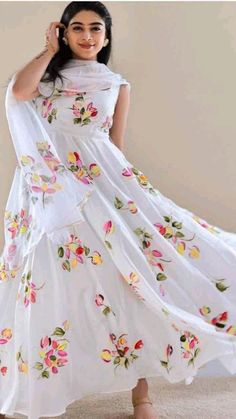 Indian Gowns Dresses, Indian Fashion Dresses, Indian Designer Outfits, Girls Fashion Clothes, Designer Dresses, Frock Fashion, Indian Outfits, Teen Fashion, Fashion Outfits