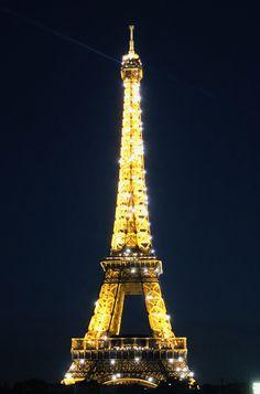 Paris, Frankreich 🇫🇷 - l'amour, immer wieder schön Building, Paris France, Viajes, Nice Asses, Buildings, Construction