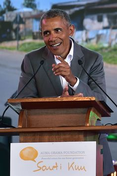 See Photos Of President Barack Obama's Historic Visit To South Africa And Kenya Barack Obama Black Presidents, Greatest Presidents, American Presidents, Mr Obama, Barack Obama Family, First Black President, Former President, Barak And Michelle Obama, Les Innocents
