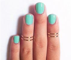 Midi rings and mint polish