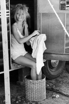 "Brigitte Bardot in on the set of ""Viva Maria"" relaxing in her trailor and getting her hair done. she looks so pretty in just a white slip dress, in between shots, behind the scenes of a Hollywood movie. vintage/retro Hollywood photos, behind the scenes Brigitte Bardot, Bridgette Bardot Style, Bridget Bardot Hair, Jane Birkin, Catherine Deneuve, Timeless Beauty, Classic Beauty, True Beauty, Foto Glamour"